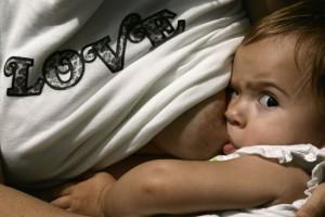 хватает ли ребенку грудного молока